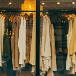 結婚式の服はどうする??お友達に借りる方法もある。